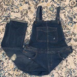 Levi's denim distressed overalls size 11